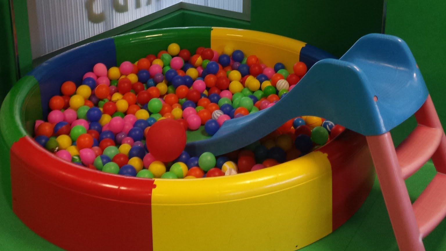 Imagen de piscina de bolas